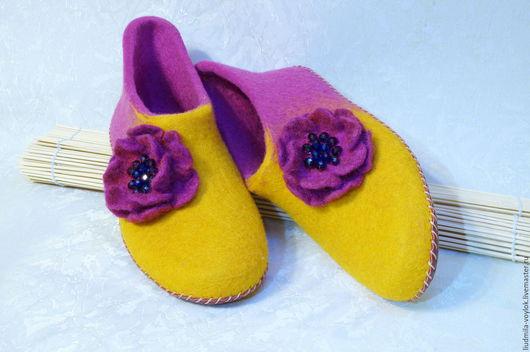 """Обувь ручной работы. Ярмарка Мастеров - ручная работа. Купить Валяные тапочки """"Настроение"""". Handmade. Брусничный, обувь ручной работы"""