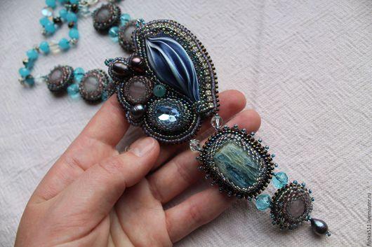 """Кулоны, подвески ручной работы. Ярмарка Мастеров - ручная работа. Купить Кулон """"Эстер"""". Handmade. Синий, мифология, шибори, кристаллы"""