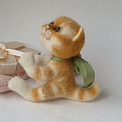Куклы и игрушки ручной работы. Ярмарка Мастеров - ручная работа Кошка Асенька, войлочная авторская игрушка в подарок.. Handmade.