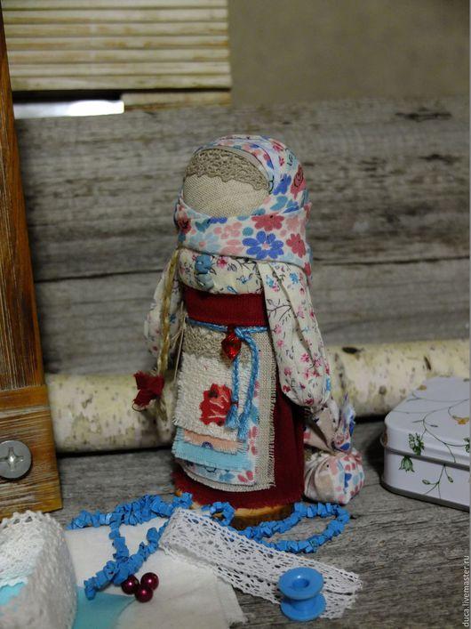 """Народные куклы ручной работы. Ярмарка Мастеров - ручная работа. Купить Куколка оберег  На выдане """" Малина в незабудках"""". Handmade."""