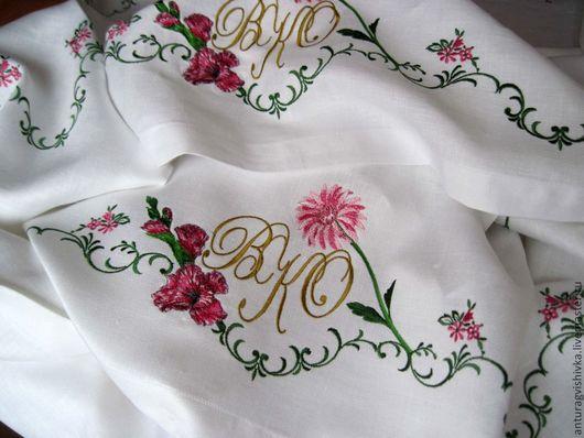 Вышитая скатерть  Гладиолус и Хризантема  - прекрасный подарок на свадьбу, юбилей свадьбы, на день рождения, новоселье.