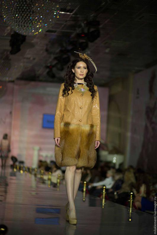 Верхняя одежда ручной работы. Ярмарка Мастеров - ручная работа. Купить Пальто с мехом рыжей лисы. Handmade. Оранжевый, вискоза