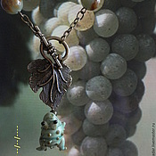 Украшения ручной работы. Ярмарка Мастеров - ручная работа Сотуар Лягушонок и виноград. ягода. Handmade.