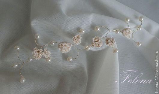 Цветочки и бусинки абсолютно белые, фото чуть искажает цвет!