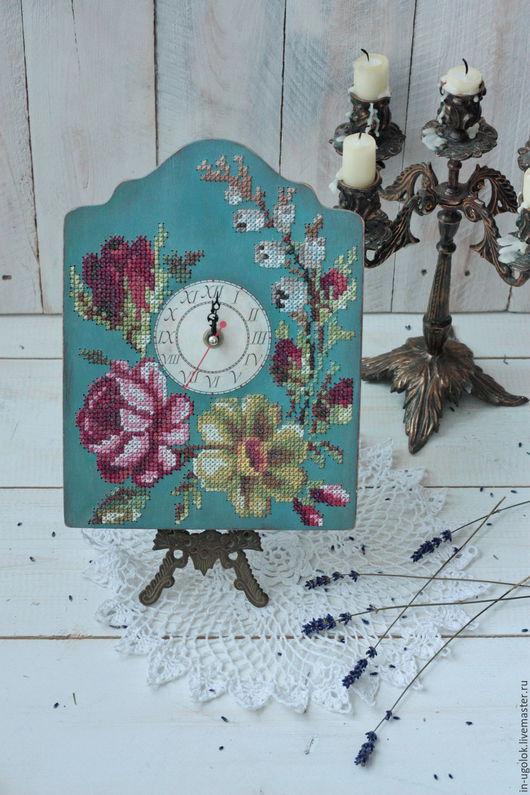 часы, часы с вышивкой, часы с вышивкой по дереву, вышивка по дереву, вышивка крестом по дереву, необычная вышивка, необычные часы, настенные часы, деревянные часы, авторская работа, винтажный стиль