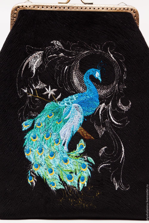 Вышивка павлин на черном