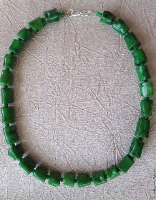 Колье, бусы ручной работы. Ярмарка Мастеров - ручная работа. Купить Бусы из ярко зелёного коралла. Handmade. Комбинированный