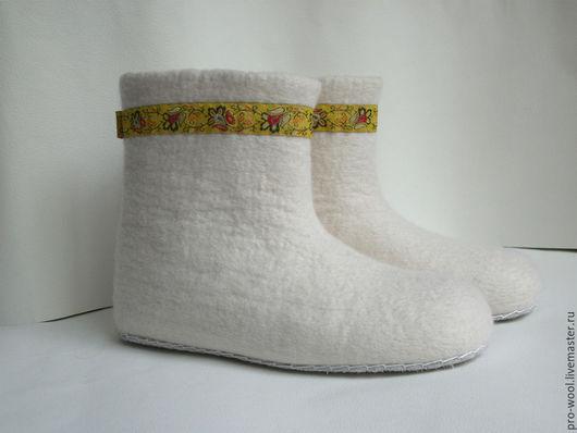 """Обувь ручной работы. Ярмарка Мастеров - ручная работа. Купить чуни .валеночки домашние женские """" белые """". Handmade."""