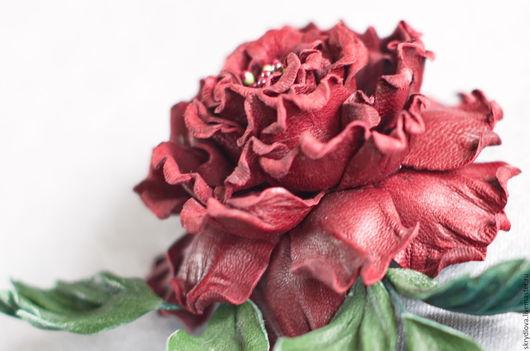 """Броши ручной работы. Ярмарка Мастеров - ручная работа. Купить Цветы из кожи роза - брошь """"Моника"""". Handmade. Бордовый"""