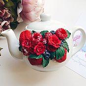 Чайники ручной работы. Ярмарка Мастеров - ручная работа Чайник, украшенный розами из полимерной глины ручной работы. Handmade.