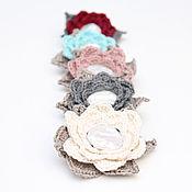 Украшения ручной работы. Ярмарка Мастеров - ручная работа Брошь Цветок из льна с жемчугом, вязаная брошь-заколка белая серая лен. Handmade.