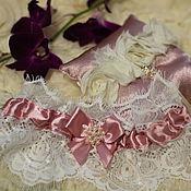 Свадебный салон ручной работы. Ярмарка Мастеров - ручная работа Подушечка для колец и подвязка. Handmade.