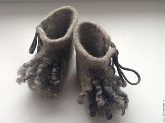 Пинетки сваляны ручным способом без применения ВШМ из 100% новозеландской высококачественной шерсти. Подошва не подшита.