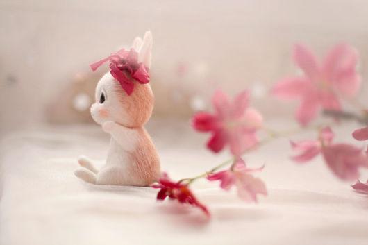 Игрушки животные, ручной работы. Ярмарка Мастеров - ручная работа. Купить Кролик. Handmade. Белый, цветы, игрушка, валяние игрушки
