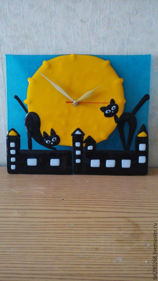Часы для дома ручной работы. Ярмарка Мастеров - ручная работа. Купить Часы настенные из стекла Кошки на крыше. Handmade. Черный