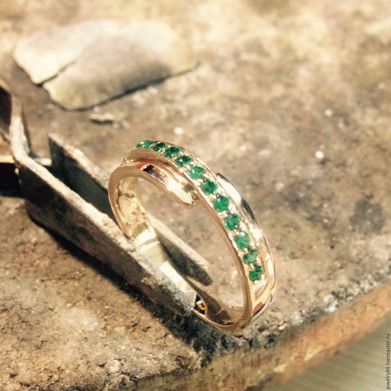 Кольца ручной работы. Ярмарка Мастеров - ручная работа. Купить Золотое  кольцо с зелеными камнями ... 65947633f6a