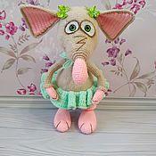 Мягкие игрушки ручной работы. Ярмарка Мастеров - ручная работа Вязаная игрушка Мышка в юбочке. Handmade.