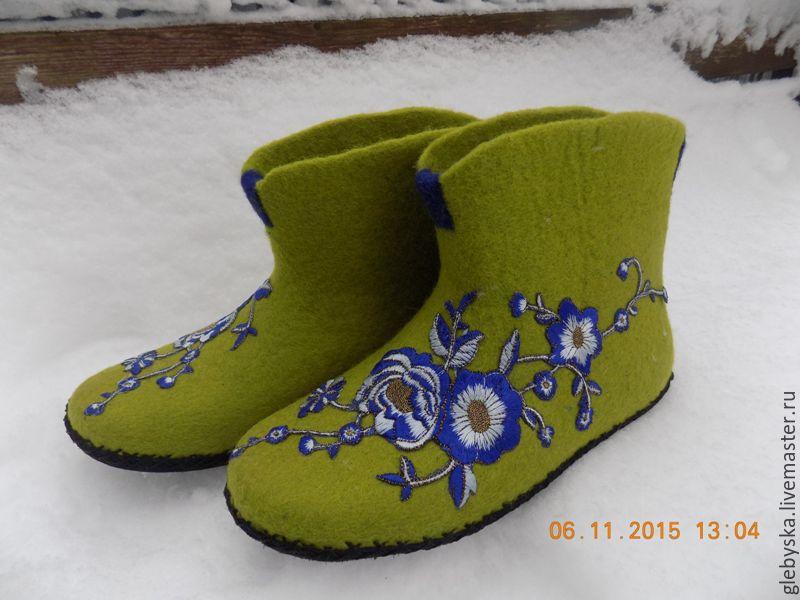 """Обувь ручной работы. Ярмарка Мастеров - ручная работа. Купить тапочки """"Синие цветы"""". Handmade. Зеленый, 100% шерсть"""