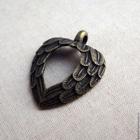 Сердце из крыльев. Фурнитура для создания украшений - подвеска для кулона крылатое сердце, сердце из перьев, крылья в виде сердца. Цвет подвески бронза. Купить подвеску крылатое сердце