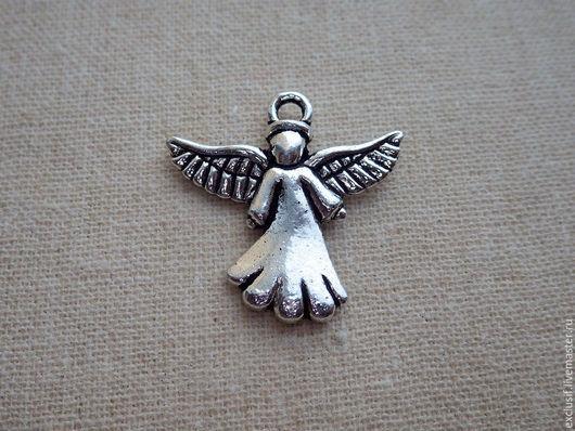 Фурнитура для украшений - подвеска для кулона, серег, браслета или брелока в виде ангела. Подвеска объемная 3D. Цвет подвески - античное серебро. Размер ангела 2х2 см. Подвеска ангел двусторонняя