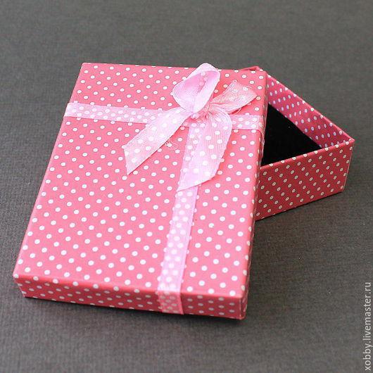 Коробка подарочная для украшений в горошек  Коробочки подарочные из картона с бантом из атласной ленты и мягким поролоновым вкладышем подушечкой для упаковки украшений - колье, браслетов, бус.