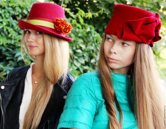 Яркая шляпка , украшенная необычной формы бантом.