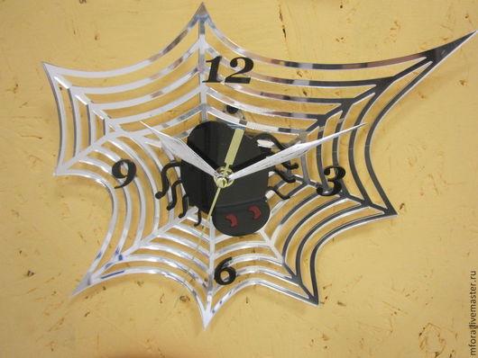 """Часы для дома ручной работы. Ярмарка Мастеров - ручная работа. Купить Часы из акрила """"Паучок"""". Handmade. Чёрно-белый"""