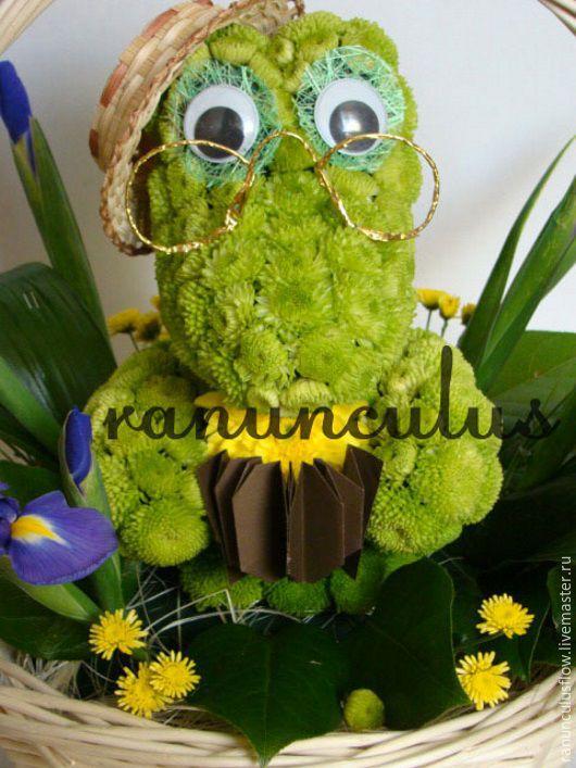 """Букеты ручной работы. Ярмарка Мастеров - ручная работа. Купить Игрушка из живых цветов """"Крокодил Гена"""". Handmade. Зеленый"""
