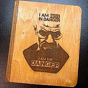 Блокноты ручной работы. Ярмарка Мастеров - ручная работа Блокнот в деревянной обложке I am the Danger (BrBa). Handmade.