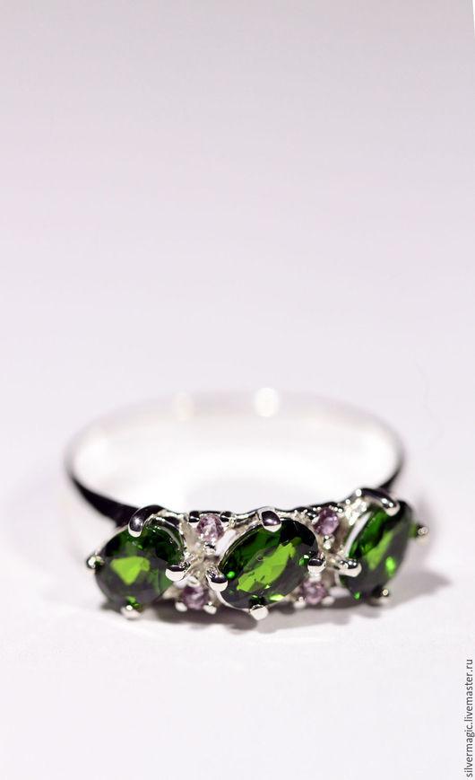 Кольца ручной работы. Ярмарка Мастеров - ручная работа. Купить Серебряное кольцо с хромдиопсидом и розовыми сапфирами. Handmade. Подарок на новый год