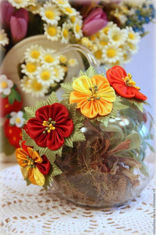 `Осенний` ободок выполнен из атласной ленты в красках осени.Прекрасно подойдет девочке для украшения образа на Праздник осени или под любой осенний наряд.В подарок такой же цветочек на зажиме