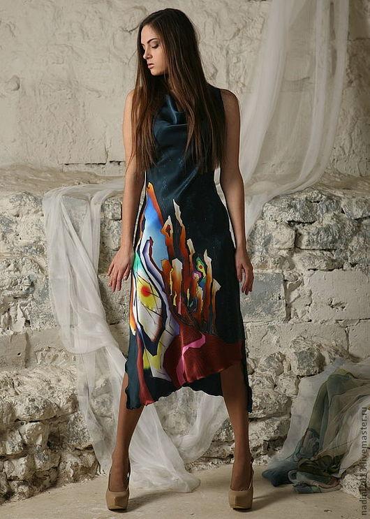 Стильное летнее шелковое платье украсит гардероб модницы любого возраста. Красивое женское шелковое платье всегда добавляет особого шарма к образу женщины, а также уверенности в собственной неотразимо