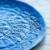 Посуда ручной работы. Ярмарка Мастеров - ручная работа Керамическое блюдо ручной работы цвета индиго. Кружевная серия.. Handmade.