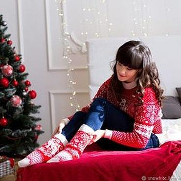 Одежда ручной работы. Ярмарка Мастеров - ручная работа Новогодние свитера и носки. Handmade.