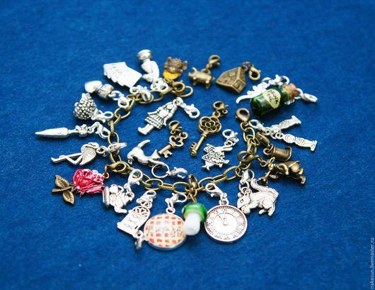 Браслеты ручной работы. Ярмарка Мастеров - ручная работа. Купить Алиса в стране чудес браслет (26 кулонов). Handmade.