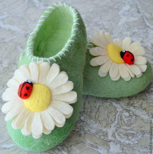 """Обувь ручной работы. Ярмарка Мастеров - ручная работа. Купить Тапочки """"Ромашки"""". Handmade. Тапочки, зеленый, кардочёсанная шерсть"""