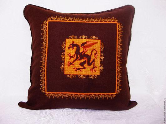 """Текстиль, ковры ручной работы. Ярмарка Мастеров - ручная работа. Купить Подушка """"Огненный дракон"""". Handmade. Коричневый, подушка на диван"""