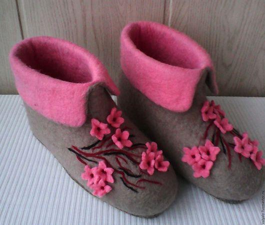 """Обувь ручной работы. Ярмарка Мастеров - ручная работа. Купить валенки домашние """"Сакура"""". Handmade. Серый, домашняя обувь"""