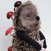 Мягкие игрушки ручной работы. Ярмарка Мастеров - ручная работа Ёжик с грибочками. Handmade.