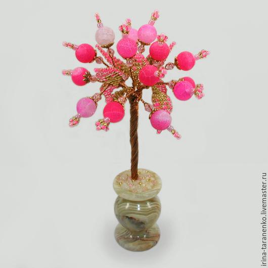Миниатюрное дерево счастья из розового агата в вазочке из оникса