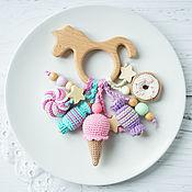 Прорезыватель-единорожек с вязанными сладостями - уникальный подарок