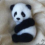 """Куклы и игрушки ручной работы. Ярмарка Мастеров - ручная работа Магнитик на холодильник или брошь """"Панда"""". Handmade."""