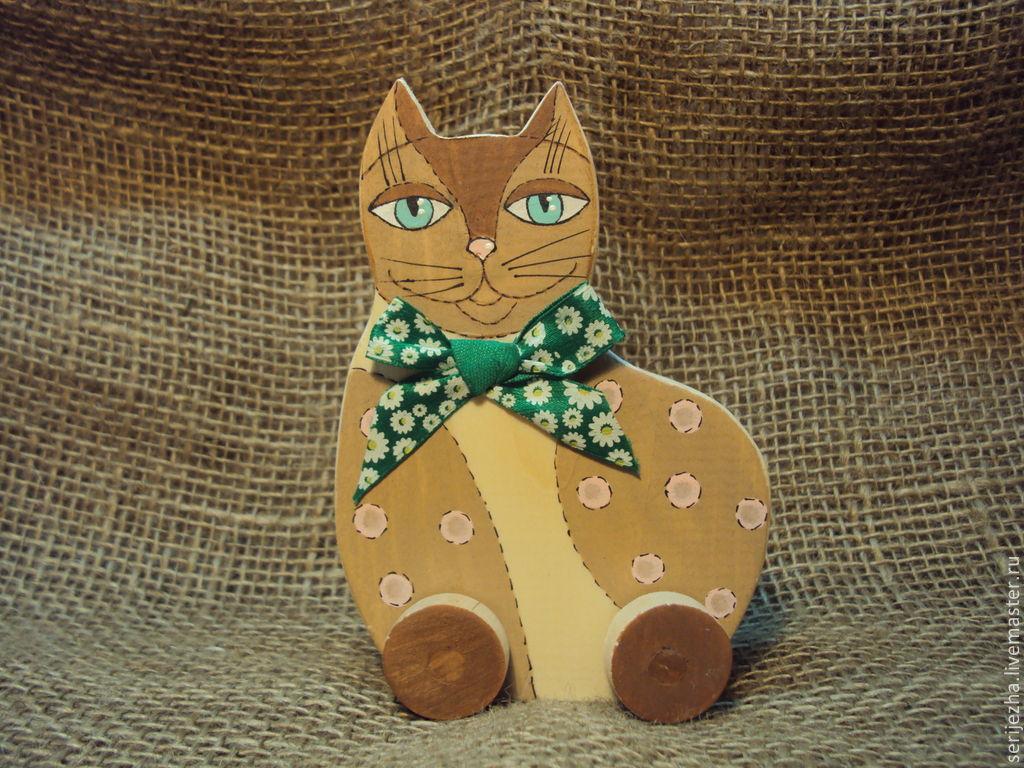 Кошка-каталка, деревянная игрушка ручной работы, декорированная.