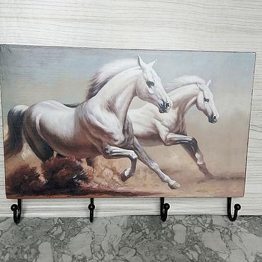 Для дома и интерьера ручной работы. Ярмарка Мастеров - ручная работа Ключница-вешалка: Лошадки белые.. Handmade.