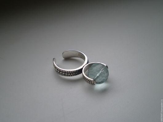 Серебряное кольцо 925 пробы с аква кварцем `Антистресс`