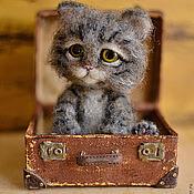 Куклы и игрушки ручной работы. Ярмарка Мастеров - ручная работа Чердачный котёнок в чемодане. Handmade.