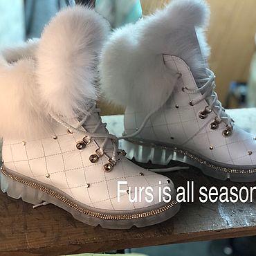 Обувь ручной работы. Ярмарка Мастеров - ручная работа Белоснежные зимние ботиночки с декором из меха финского песца. Handmade.