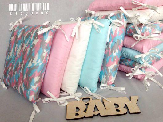 Для новорожденных, ручной работы. Ярмарка Мастеров - ручная работа. Купить Комплект в кроватку бортики-подушки, простынь и одеяло + ПОДАРОК. Handmade.