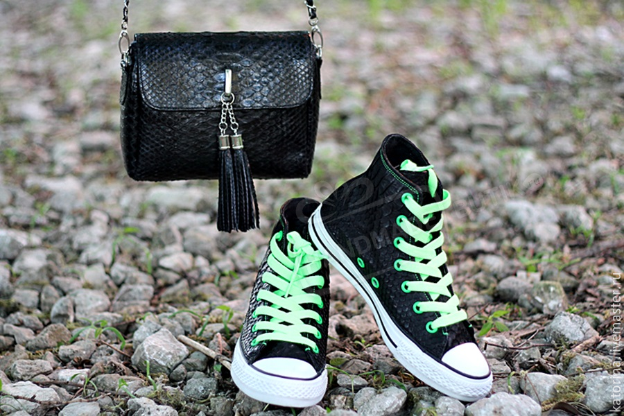 Katorina Set the Shoes with the original Shoe and sole and converse Handbag  from Python - 22700 f44fb847a3493