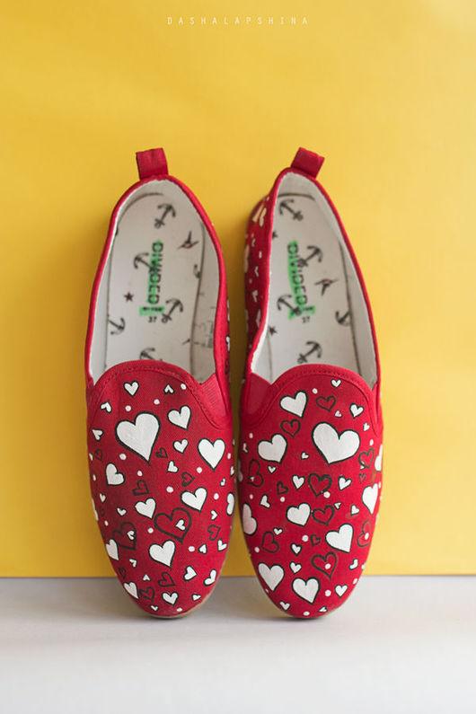 Обувь ручной работы. Ярмарка Мастеров - ручная работа. Купить Слипоны с росписью В сердцах. Handmade. Расписные кеды, любовь